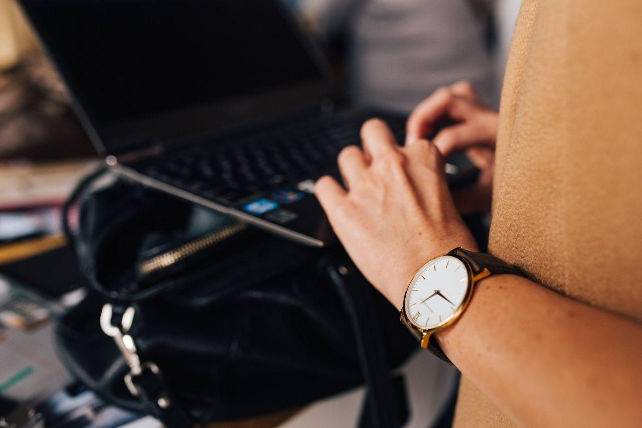 Wirtualna asystentka - kiedy i dlaczego warto skorzystać z jej pomocy?